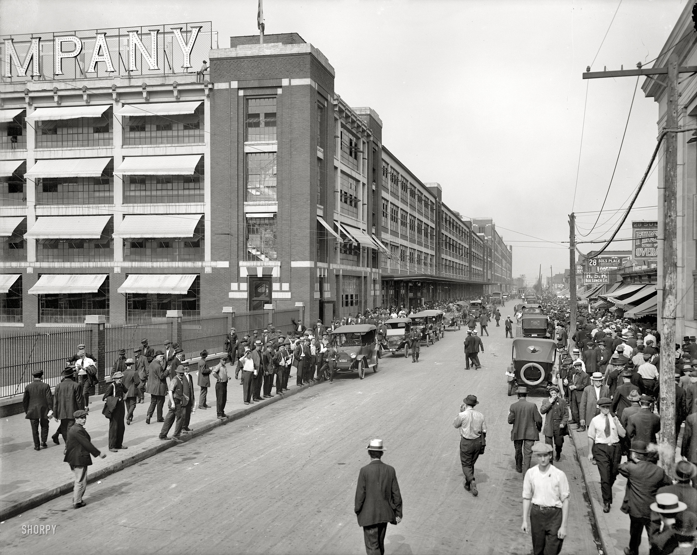 Shorpy Saturday Ford Factory 1916 The Woodward Spine